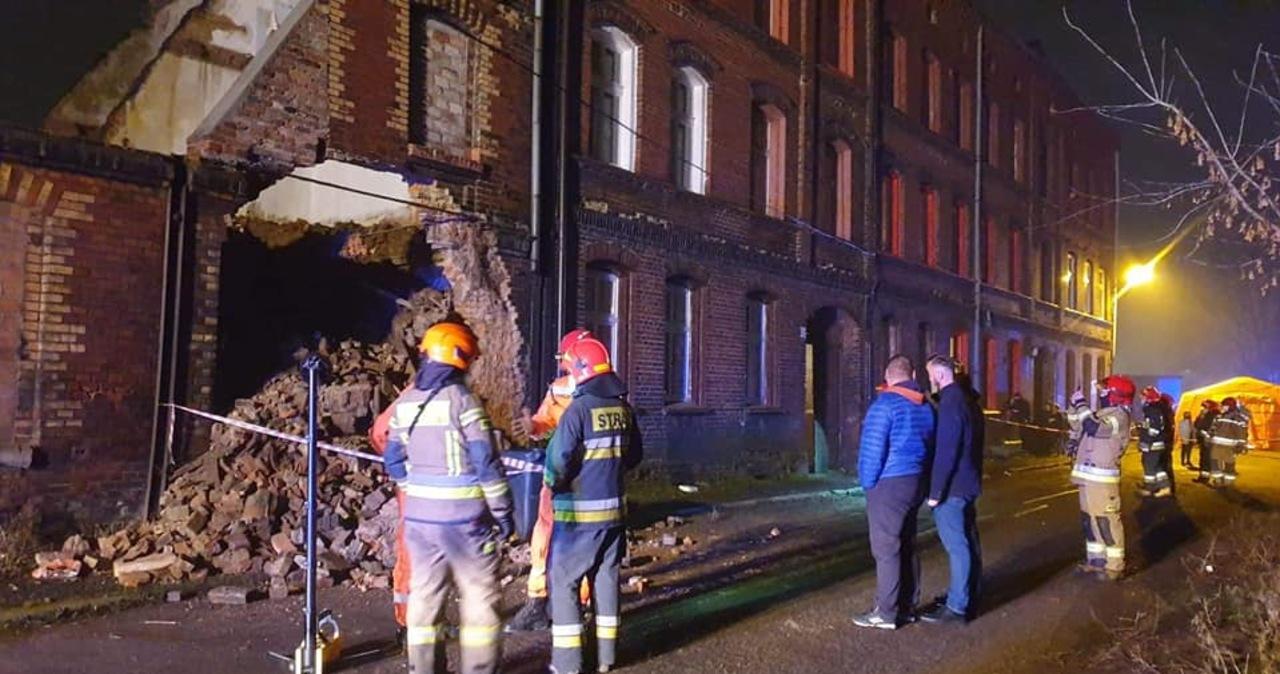 Nocna akcja w Świętochłowicach. Zawaliła się ściana wyburzanego budynku