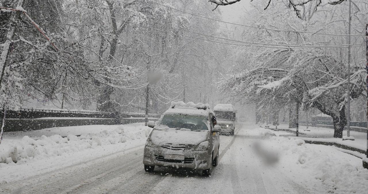 Opady śniegu w centralnej Polski. RCB ostrzega kierowców