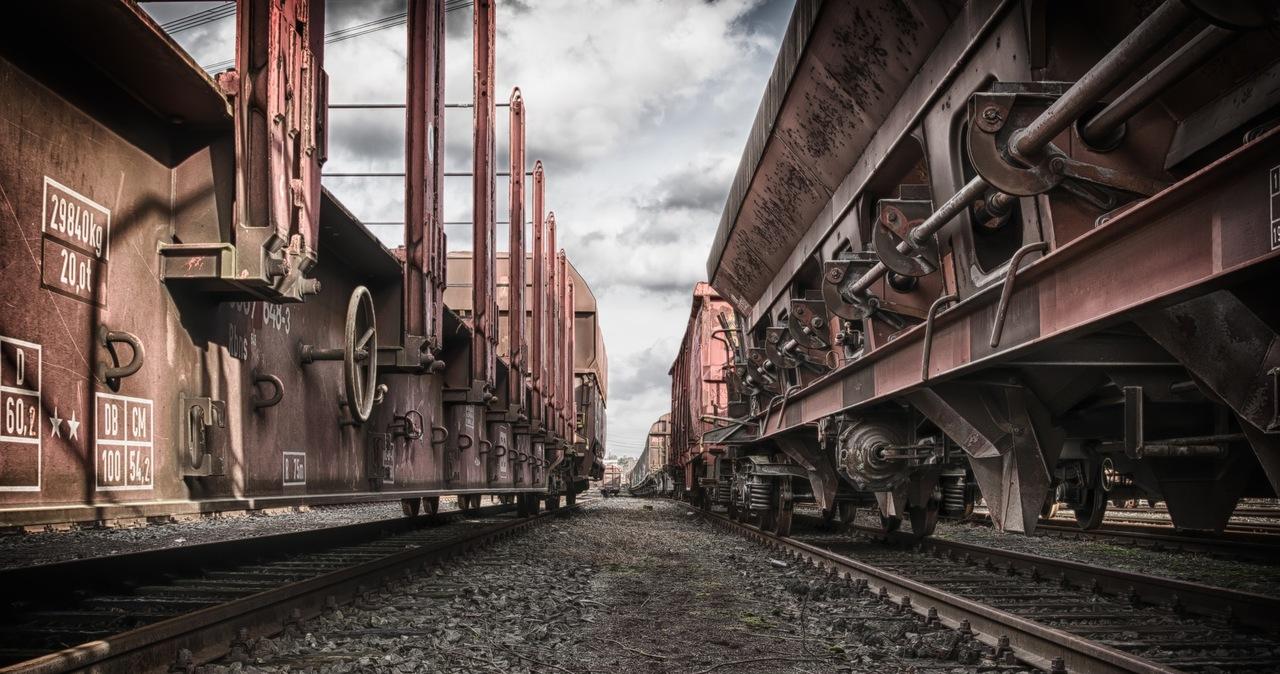 Utrudnienia na trasie Częstochowa - Gliwice. Efekt wykolejenia wagonów z węglem