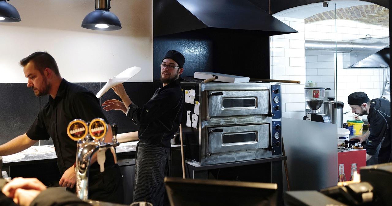 Restauracja w Cieszynie otworzyła się mimo obostrzeń. Sanepid ma podjąć decyzję ws. kary