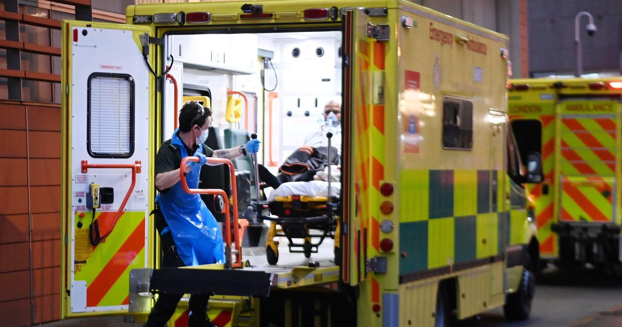 Więzienie za ucieczkę ze szpitala 54-latka podejrzanego o zakażenia koronawirusem. Początek szczepień w Watykanie [NA ŻYWO]