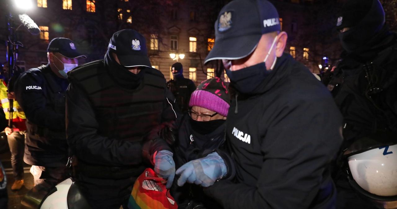 Policja chce wiedzieć, co o niej sądzą Polacy. Zleciła sondaż za 207 tys. złotych