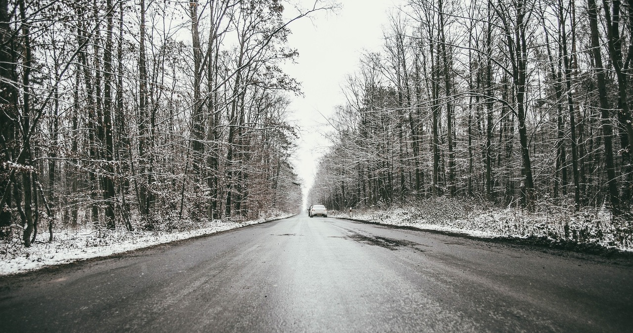 Prognoza pogody. Gołoledź i śnieg, a w górach zamiecie śnieżne