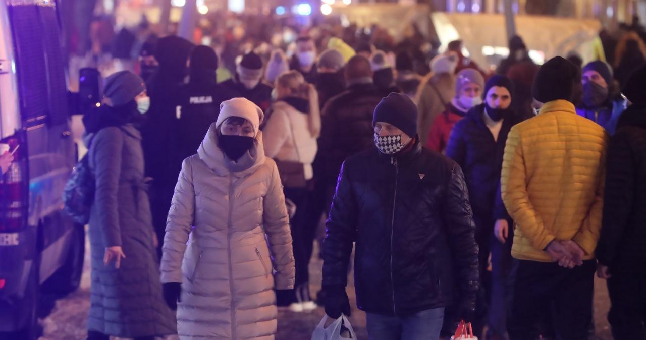 Tłumy turystów w Zakopanem. Ponad 160 interwencji policjantów