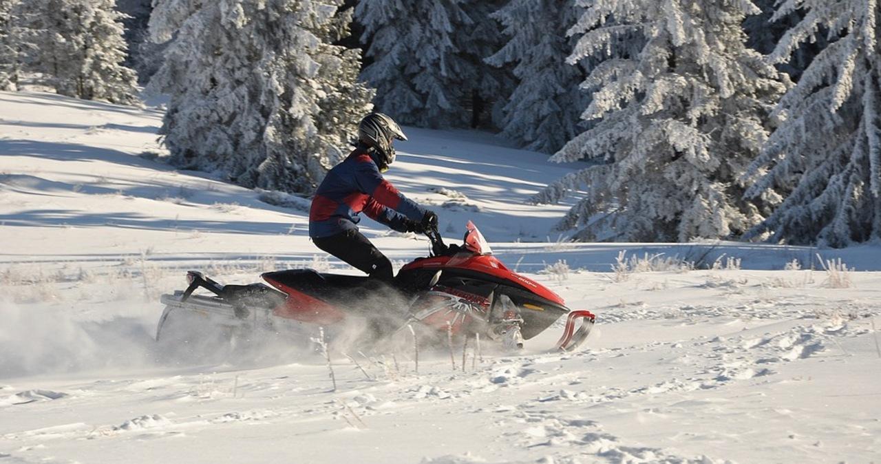 Słowacja: Zatrzymano Polaków, którzy jeździli na skuterach śnieżnych w parku krajobrazowym