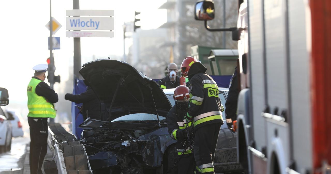 Tragiczny wypadek w Warszawie. Rozpędzone auto wjechało na chodnik
