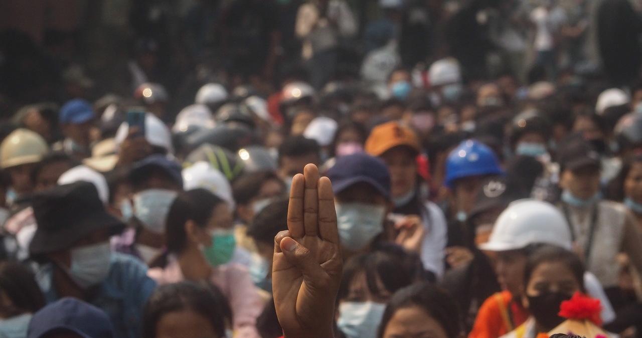 3 tys. Karenów musiało uciekać z Birmy. Armia przeprowadzała naloty