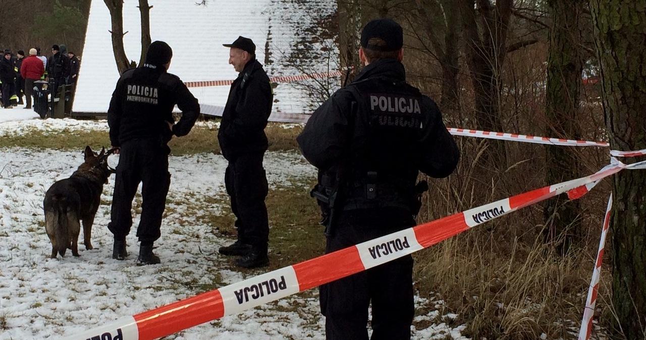 Ciało młodej kobiety znalezione przed szpitalem. Sprawę bada policja