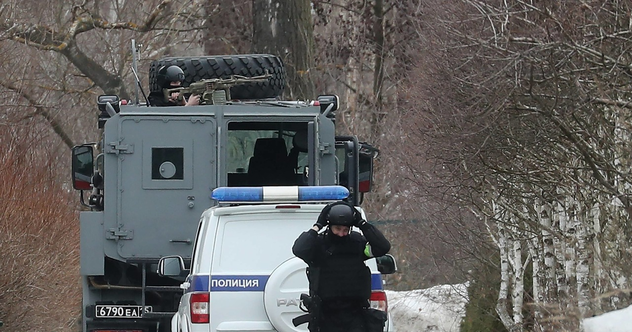 Ostrzelał policjantów, szturm na jego dom trwał kilka godzin