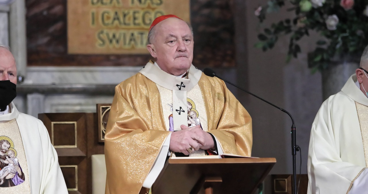Kardynał Nycz zasłabł podczas mszy. Trafił do szpitala