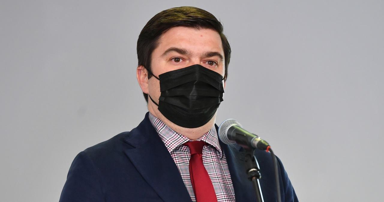 Andrusiewicz: Trzecia fala Covid-19 opada szybko, ale majówkę spędźmy w okolicy