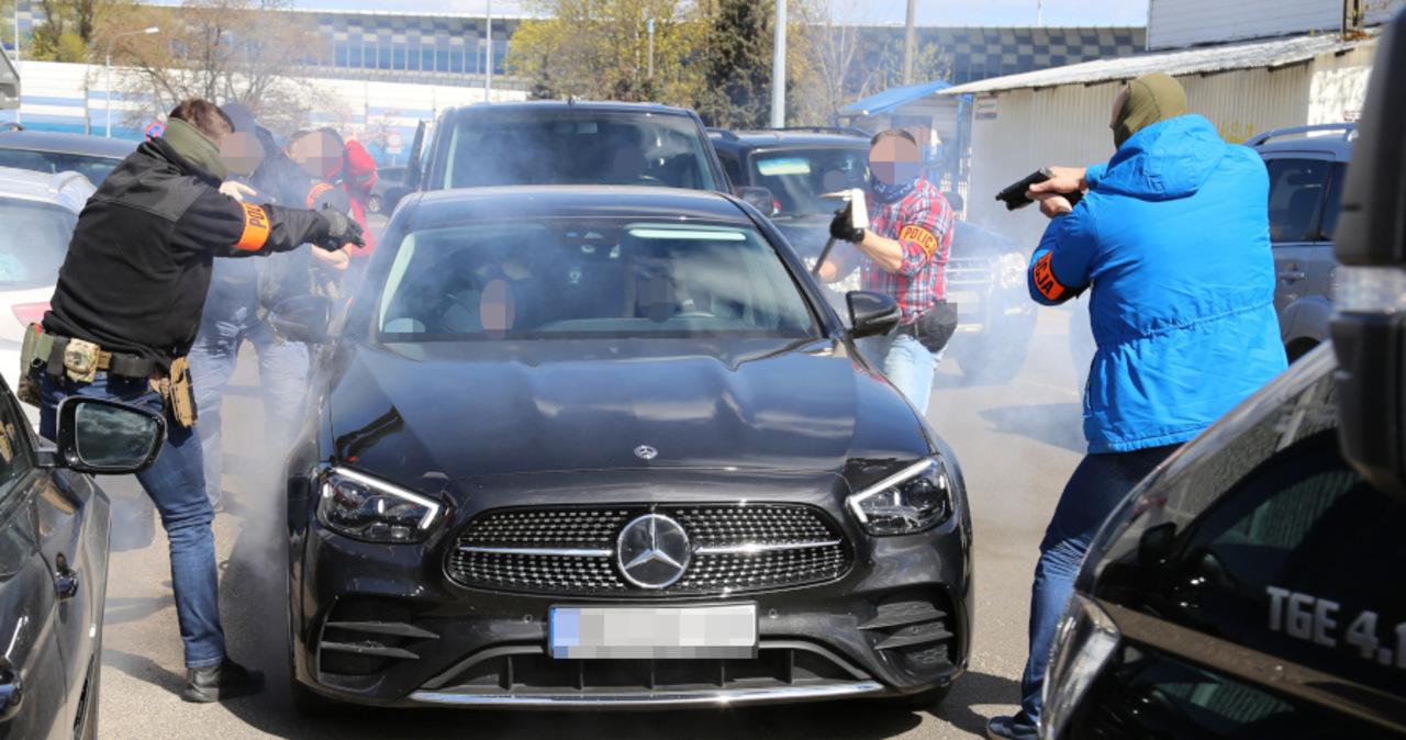 Brawurowa akcja zatrzymania złodziei samochodów. Zobacz to!