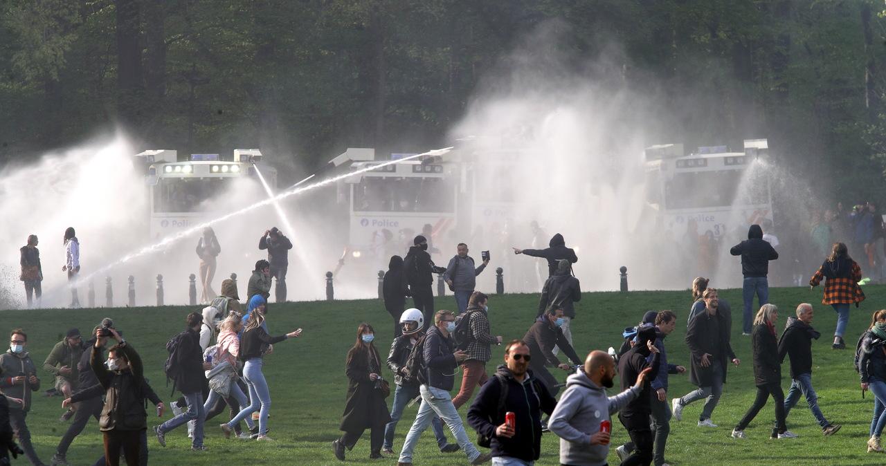 """Wielka """"impreza"""" w parku pod Brukselą. Policja rozpędziła kilka tysięcy osób"""