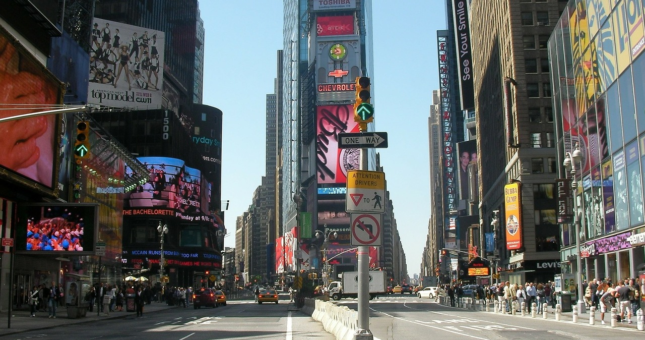 Nowy Jork zapowiada zniesienie restrykcji, ale duże imprezy wciąż nielegalne