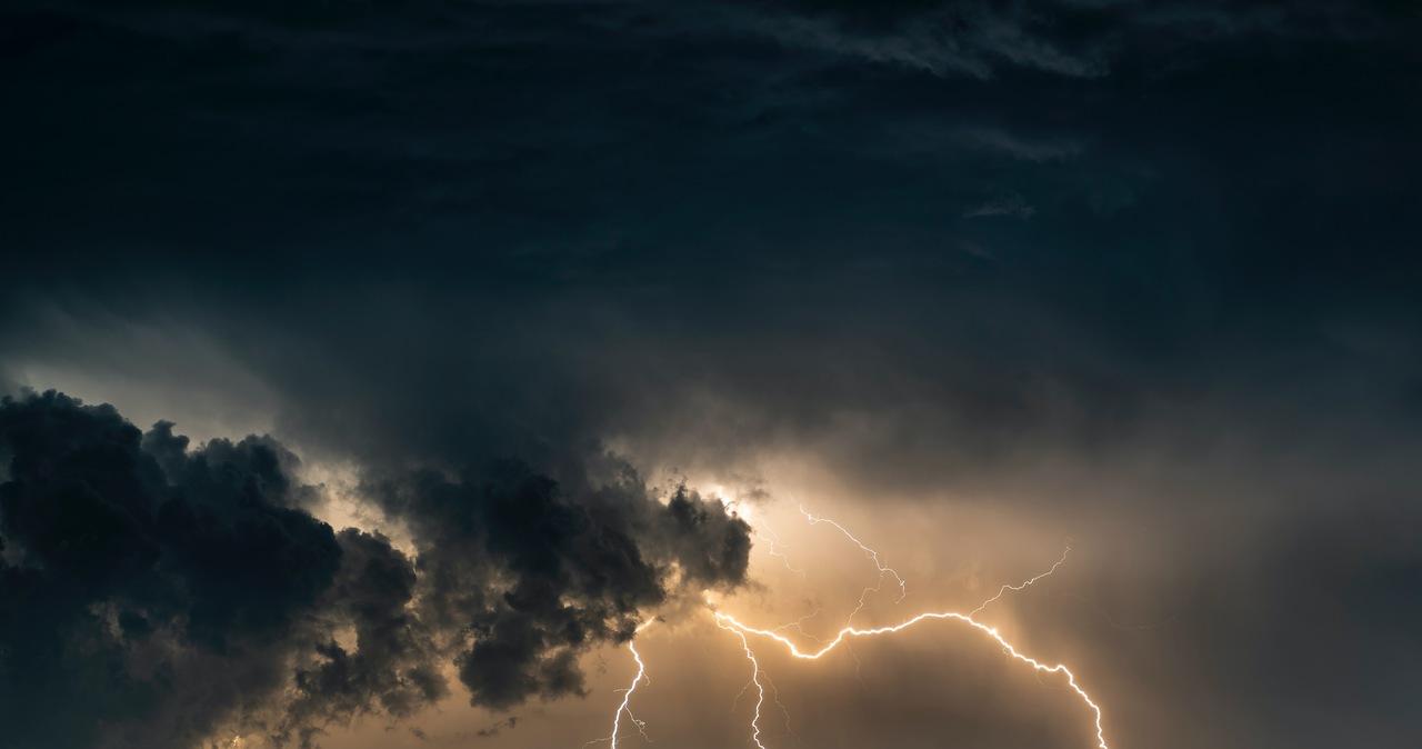 Załamanie pogody. IMGW ostrzega przed burzami