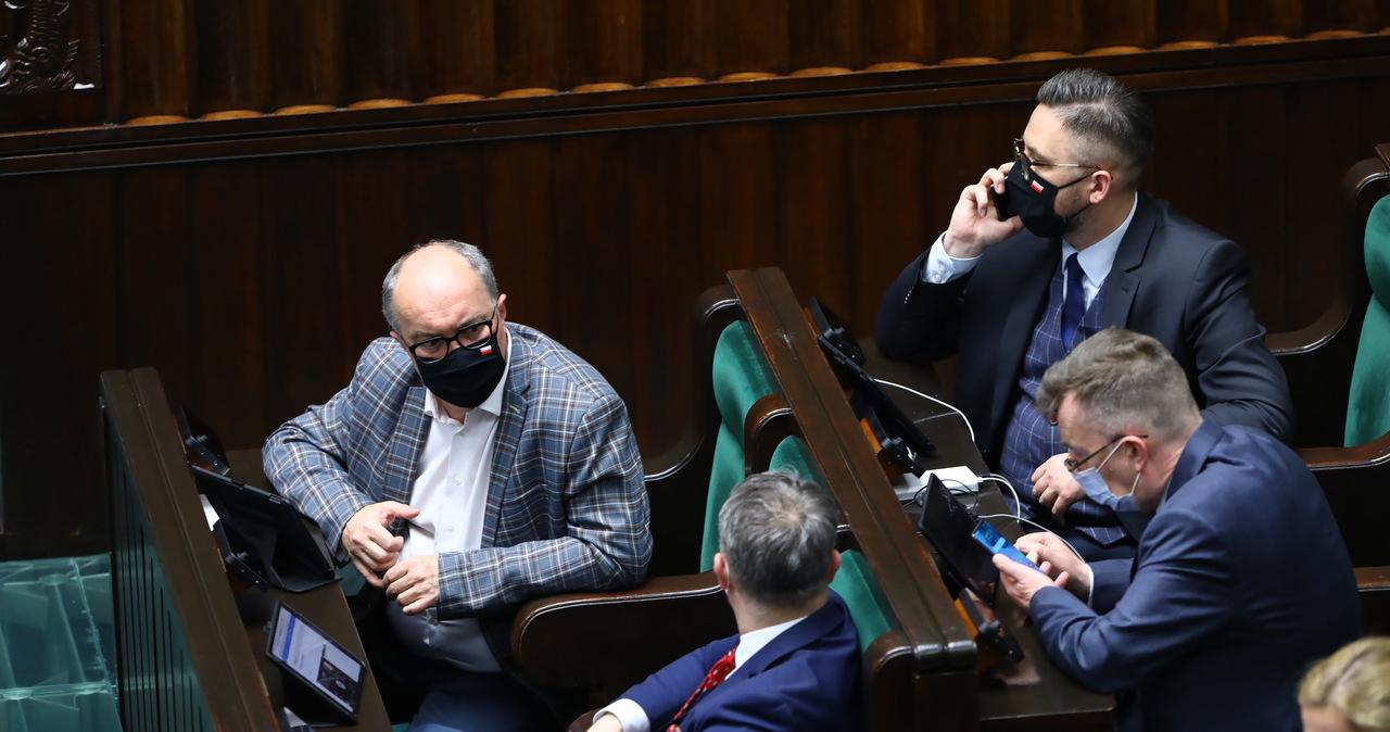 """Burzliwa debata o ratyfikacji Funduszu Odbudowy. """"Lewica zapleczem PiS. To smutne"""" [NA ŻYWO]"""