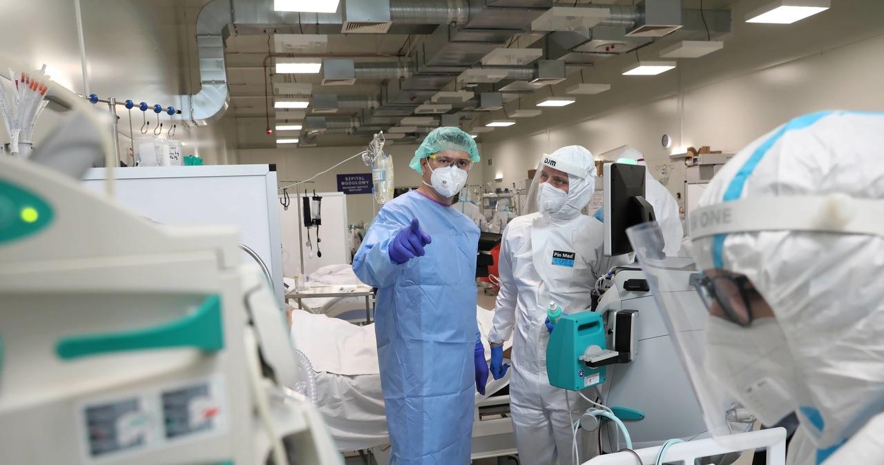 Ponad 2 tys. nowych zakażeń koronawirusem. Zmarło 55 pacjentów [NOWE DANE]