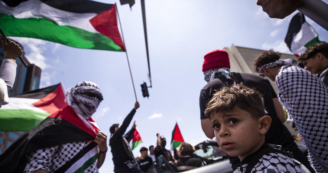 """""""Niech żyje intifada!"""". Dziesiątki demonstracji poparcia dla Palestyńczyków w Europie i USA"""