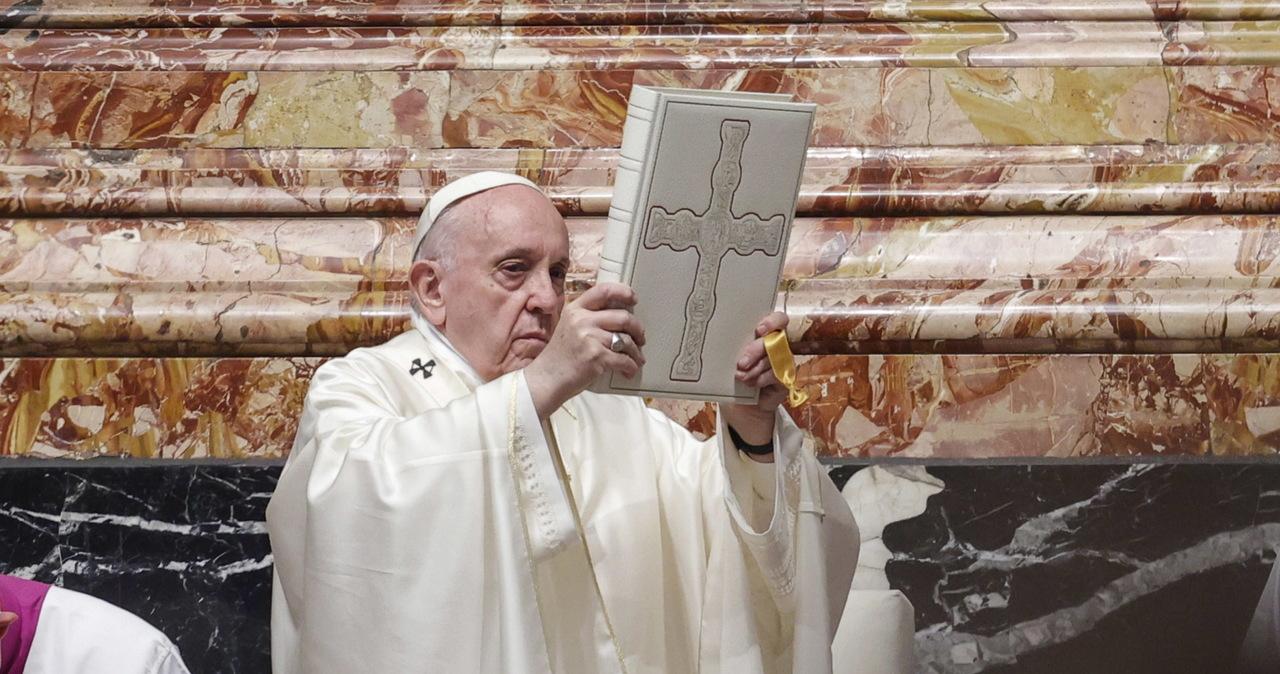 Papież: Kościół musi być dużą salą - nie małym i zamkniętym kręgiem