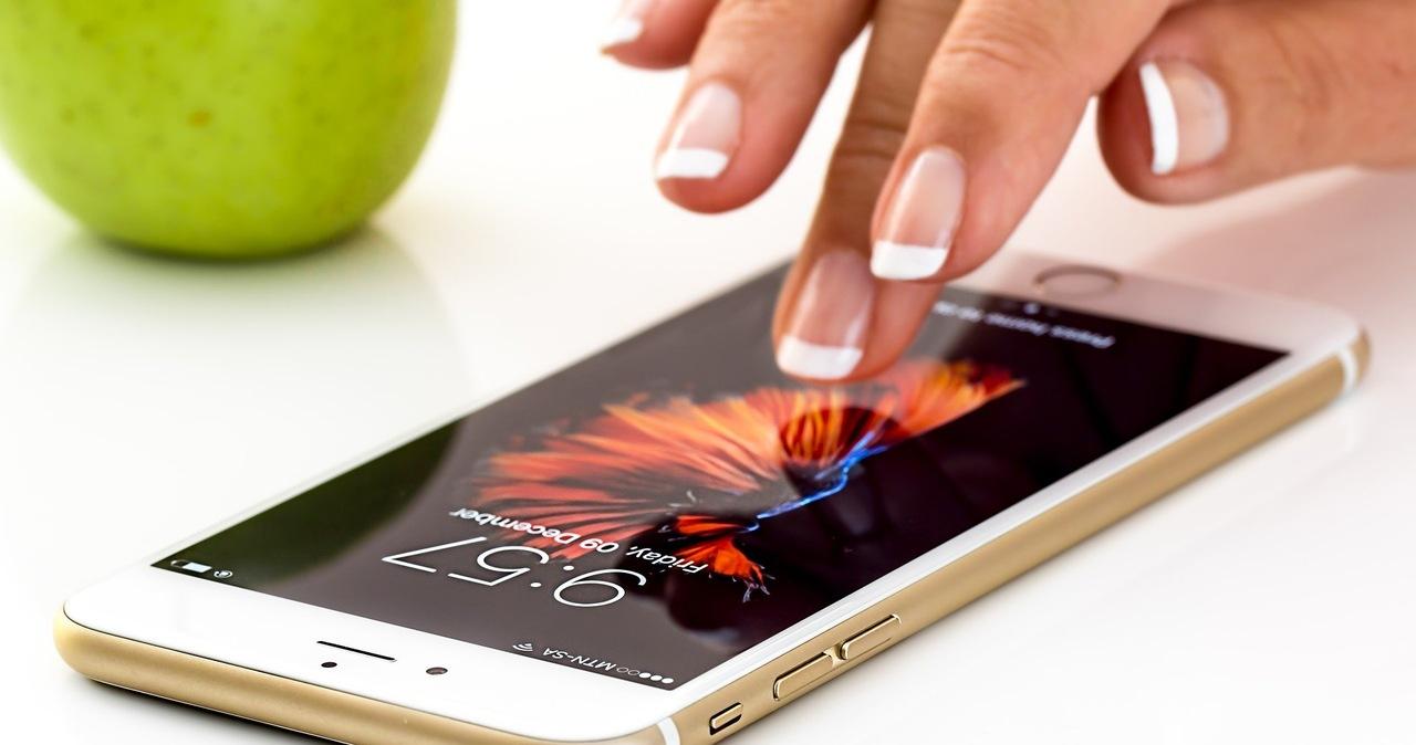 Jej nagie zdjęcia wyciekły po naprawie iPhone'a. Apple zapłaci studentce milionowe odszkodowanie