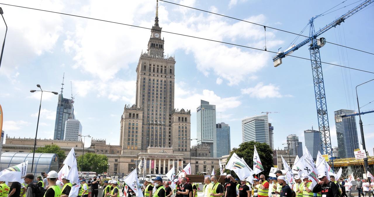 Kilkutysięczne manifestacje w stolicy. Protestowały dwie branże