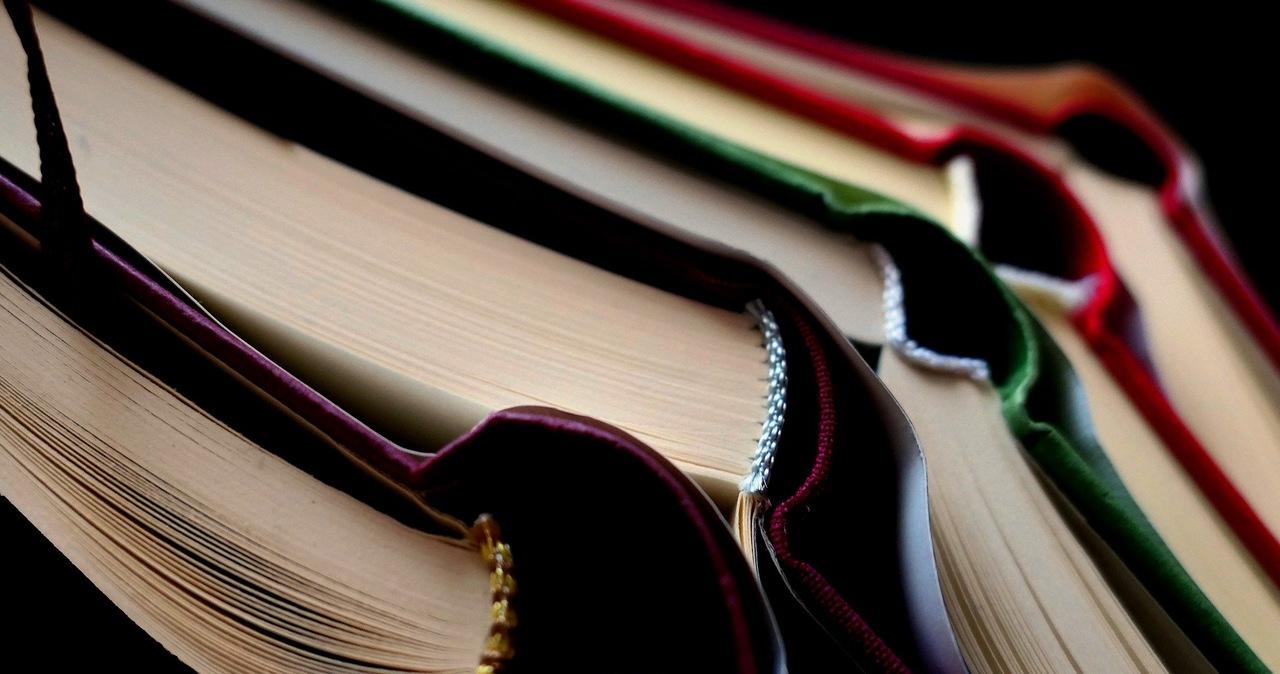 """Zamiast """"Oto jest Kasia"""" - książka o młodości Karola Wojtyły. MEiN chce zmian na liście lektur dla podstawówek"""