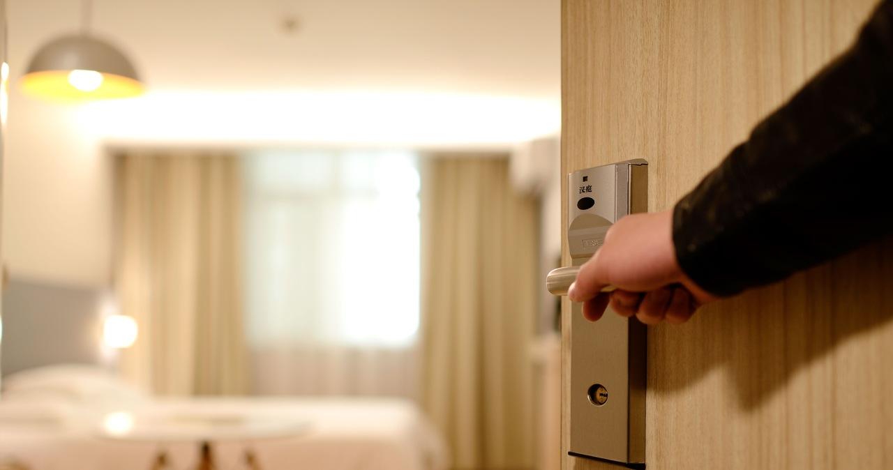 Zmiana limitu miejsc w hotelach. Luzowanie obostrzeń na wakacje