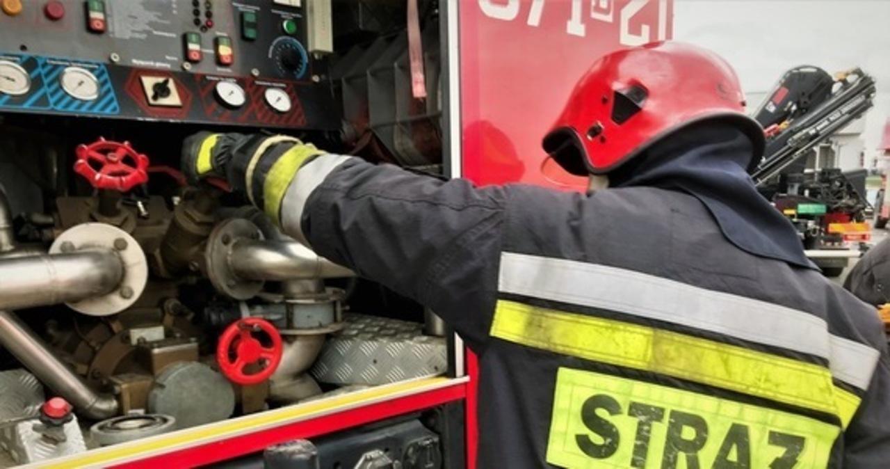 Poznań: Płonie hala na terenie dawnych zakładów ZNTK