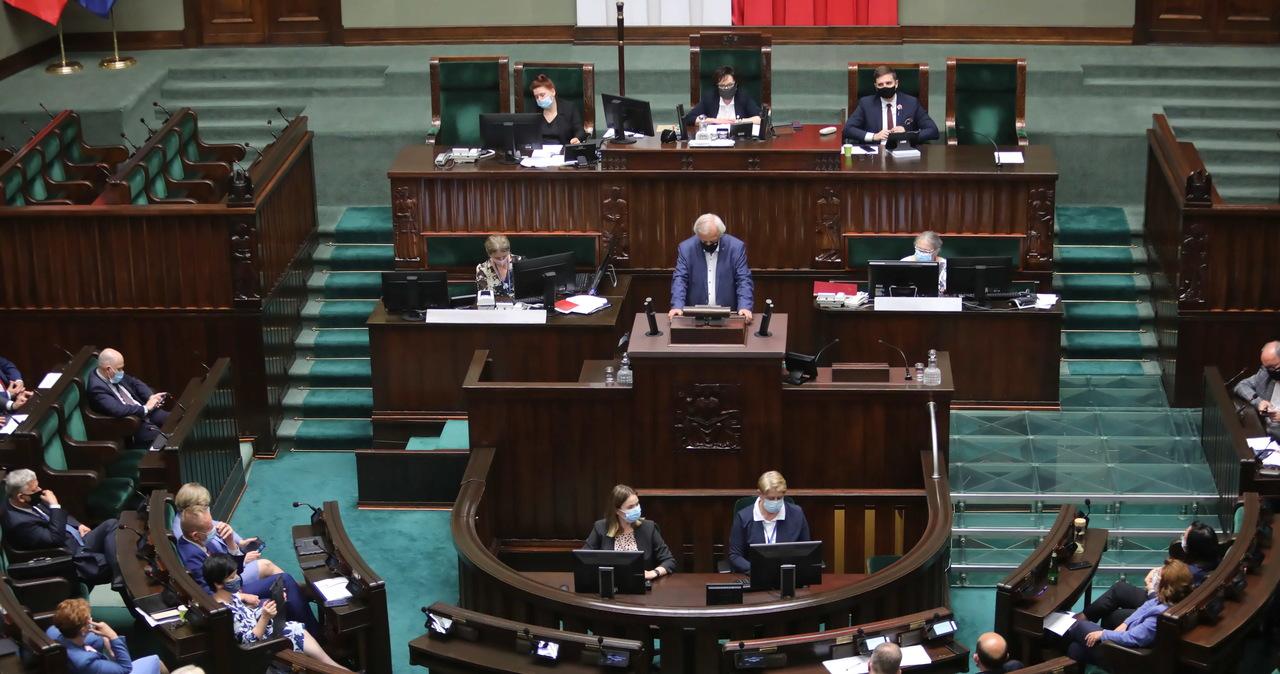 Burzliwe obrady Sejmu. Posłowie debatują nad odwołaniem ministrów i wicemarszałka