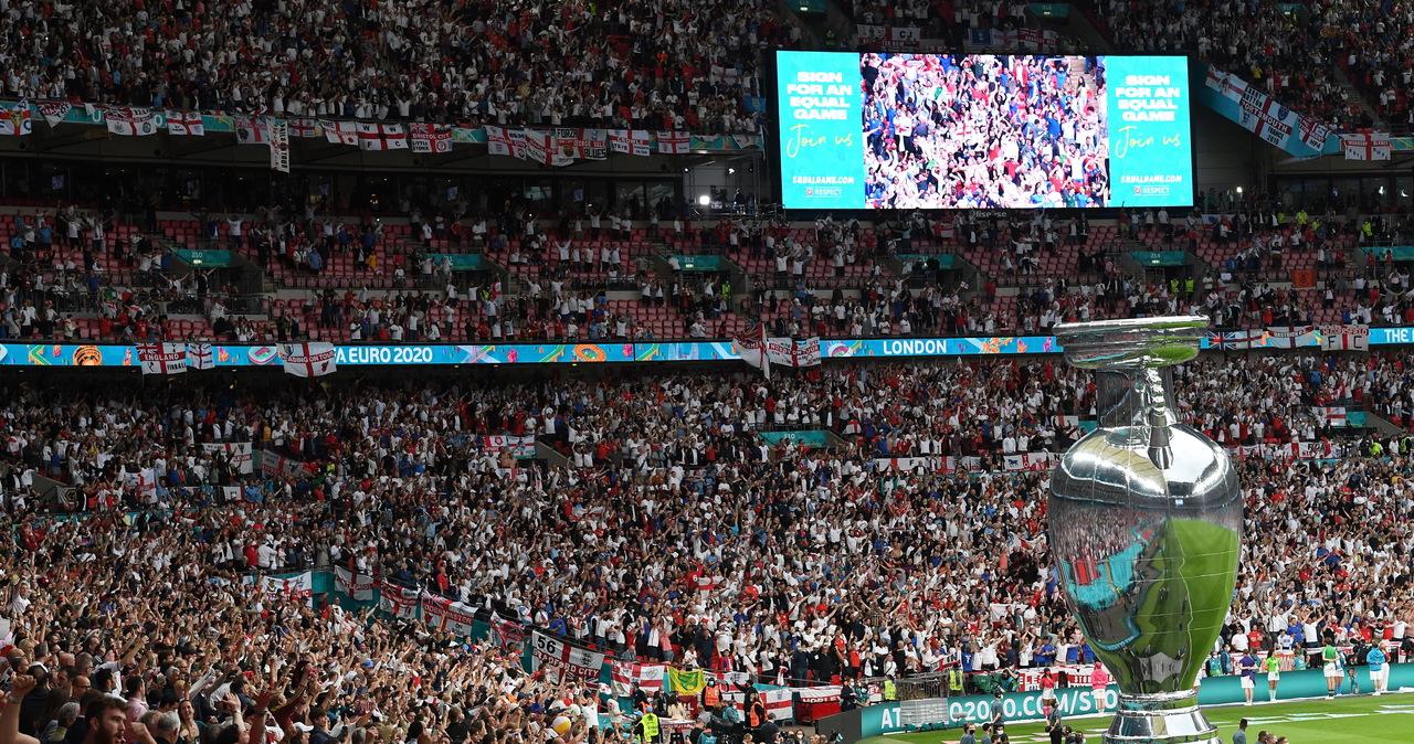 Brytyjski premier: Zakazy stadionowe za rasizm w internecie