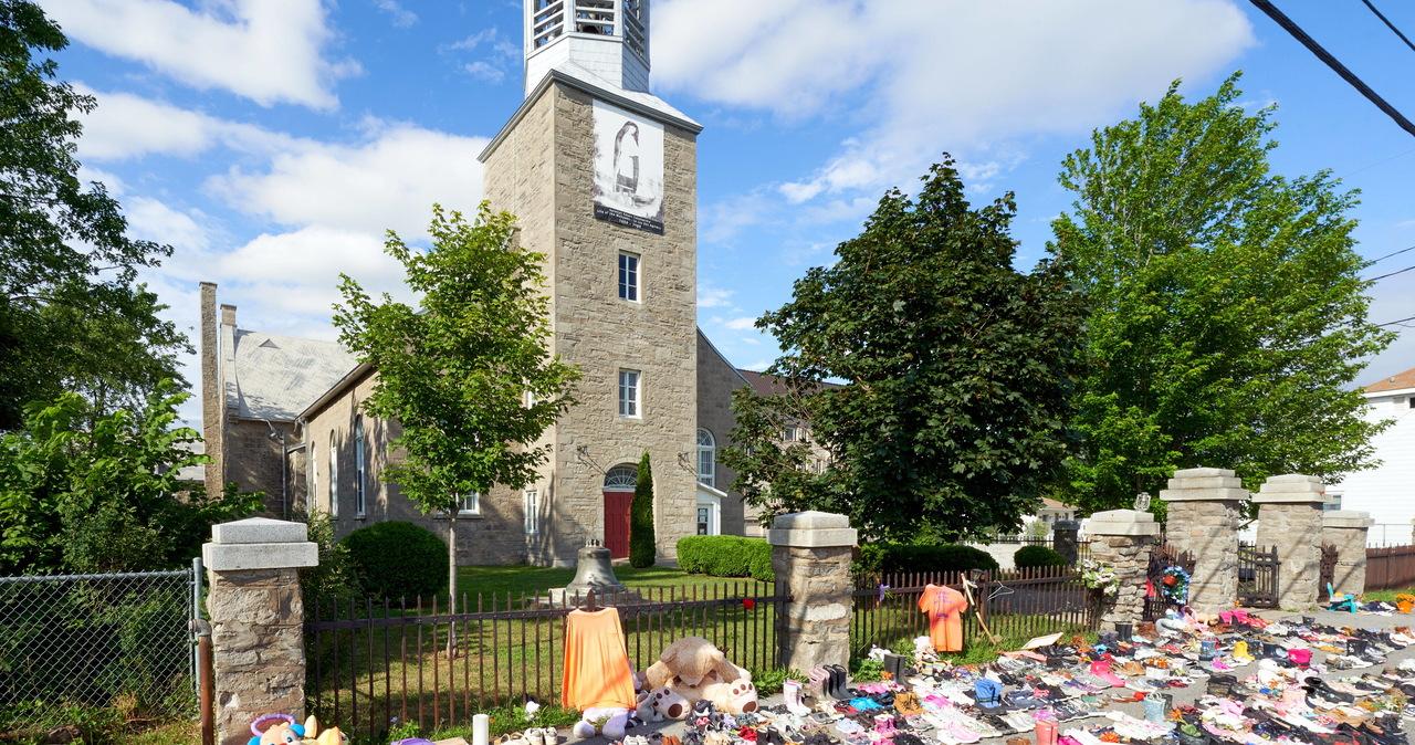 Sześciolatki kopały groby dla kolegów. Wstrząsające relacje z Kanady