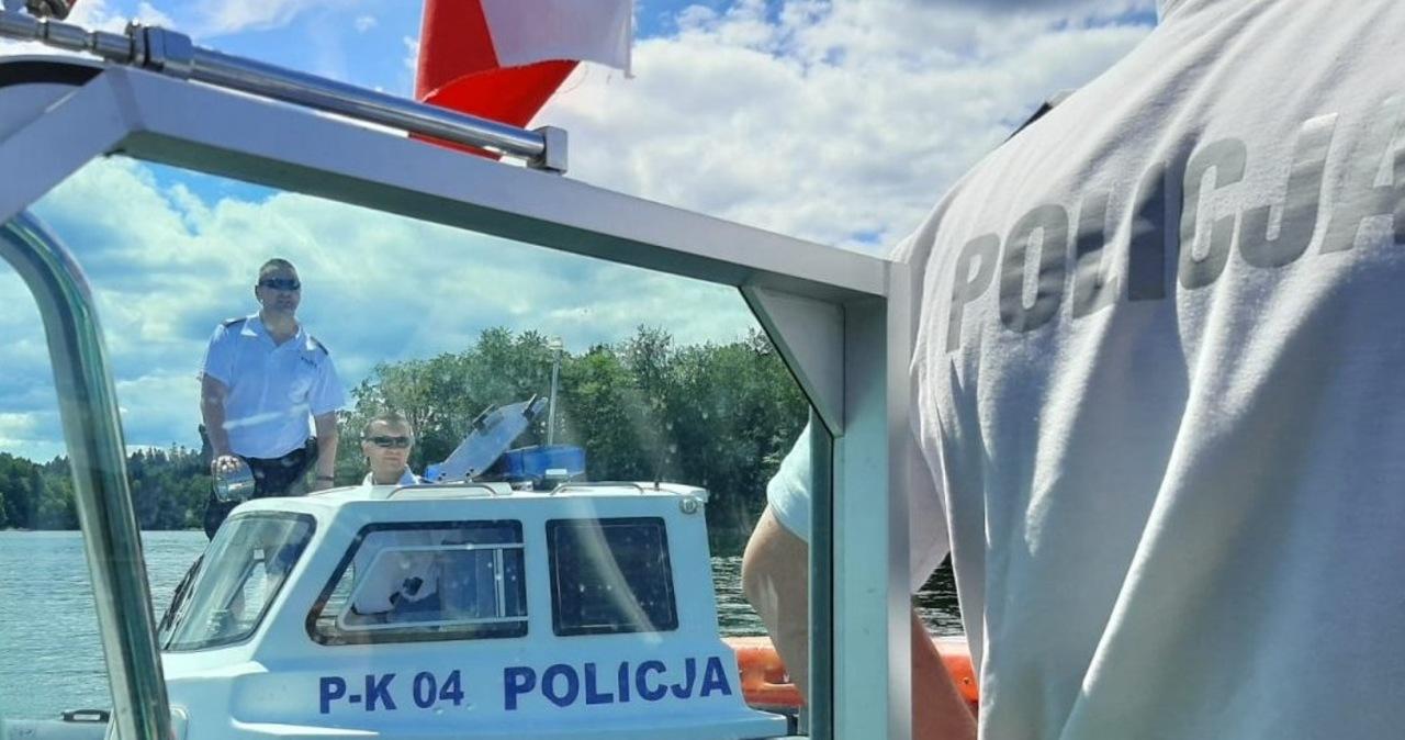 Po załamaniu pogody utknęli na Jeziorze Solińskim. Pomogli im policjanci
