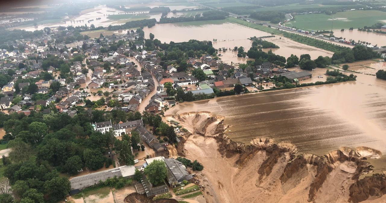 Niemcy: Rośnie liczba ofiar powodzi. Gigantyczne osuwisko powstało tuż za miastem