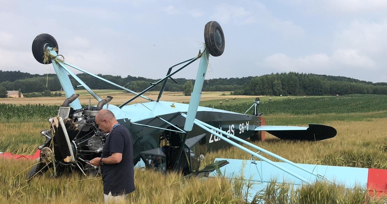 Awaryjne lądowanie zabytkowego samolotu w Chrząstówce