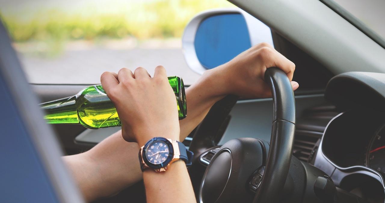 Resort Ziobry chce konfiskować samochody pijanym kierowcom. Wiceminister zdradza szczegóły