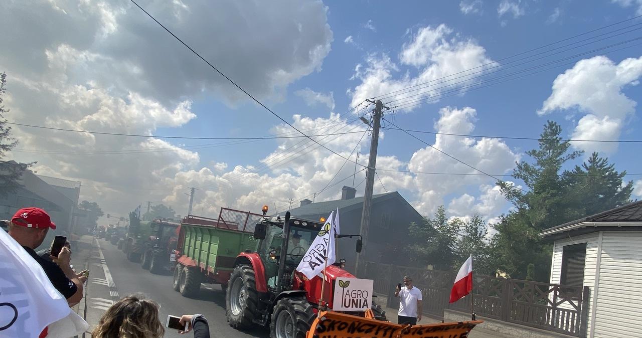 Protest AgroUnii. Ponad 150 ciągników i maszyn rolniczych blokowało drogę
