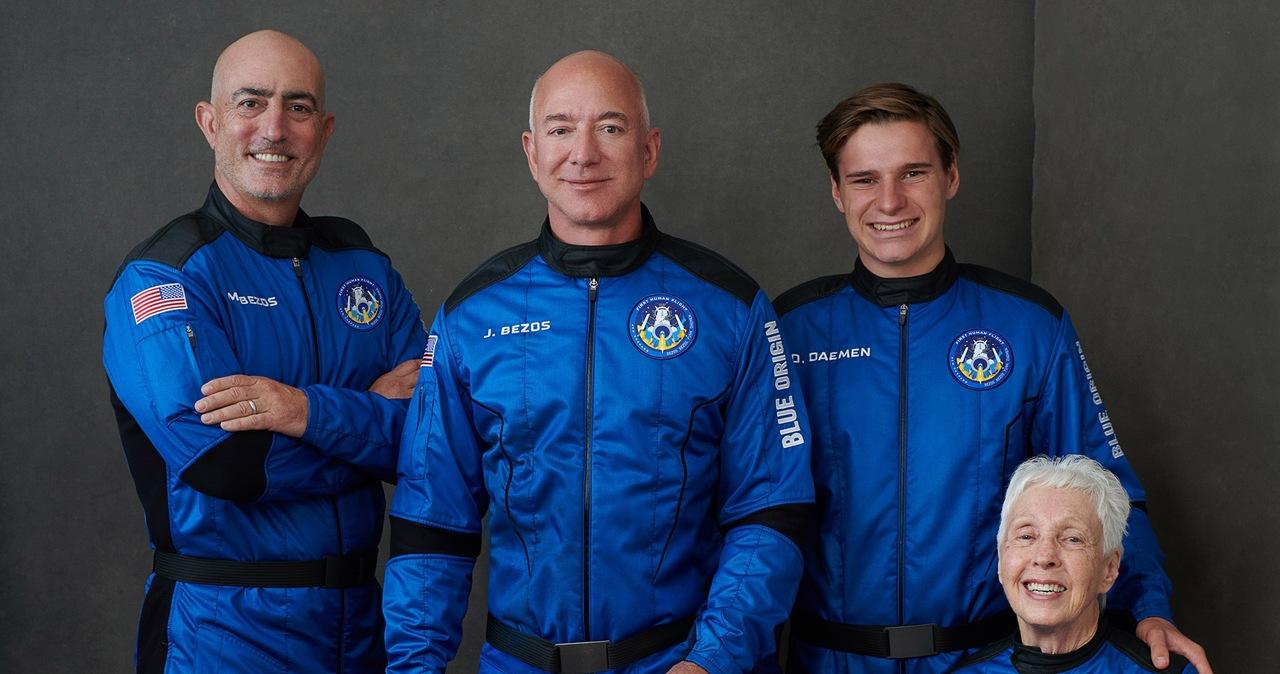Jeff Bezos poleciał w kosmos. Na pokładzie: 82-letnia pionierka kosmonautyki i 18-letni student [TRANSMISJA]
