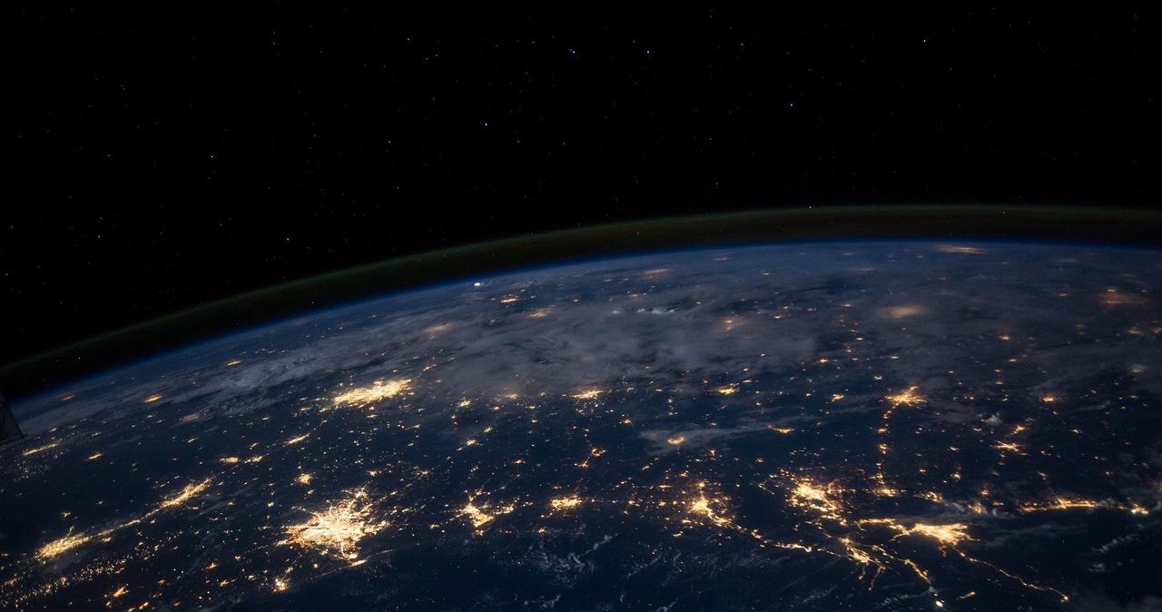 Ekspertka o komercyjnych lotach w kosmos: Są ważne z punktu widzenia przetrwania ludzkości