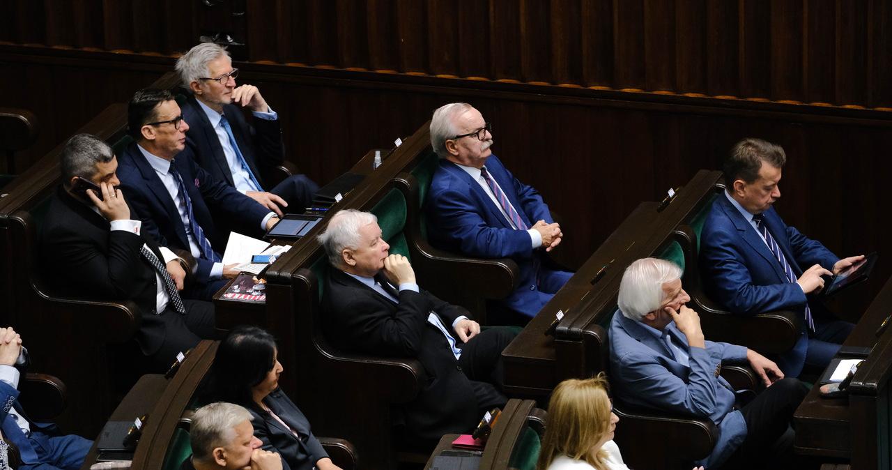 """Lex TVN w Sejmie """"raczej"""" dopiero w sierpniu. PiS-owi brakuje głosów? """"No jak"""""""
