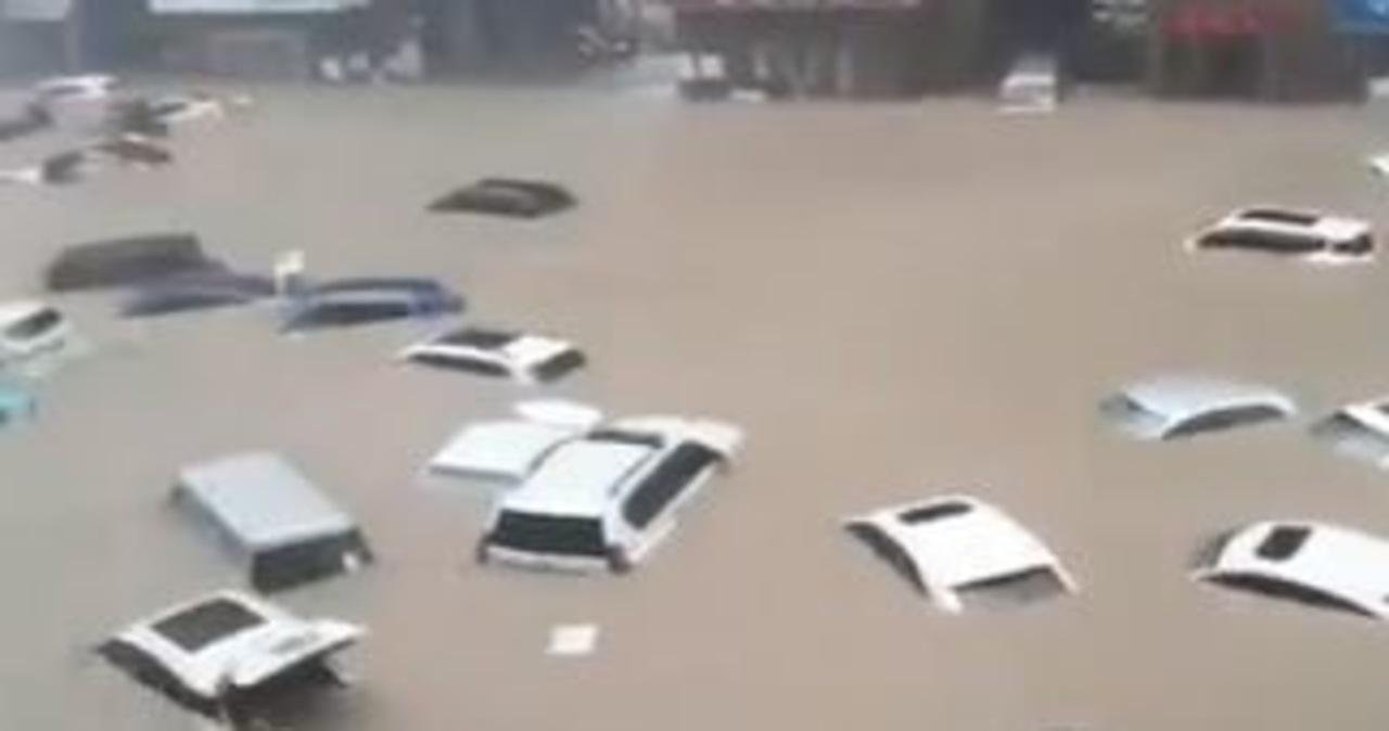 """33 osoby zginęły po powodziach w Chinach. """"Burza tysiąclecia"""""""