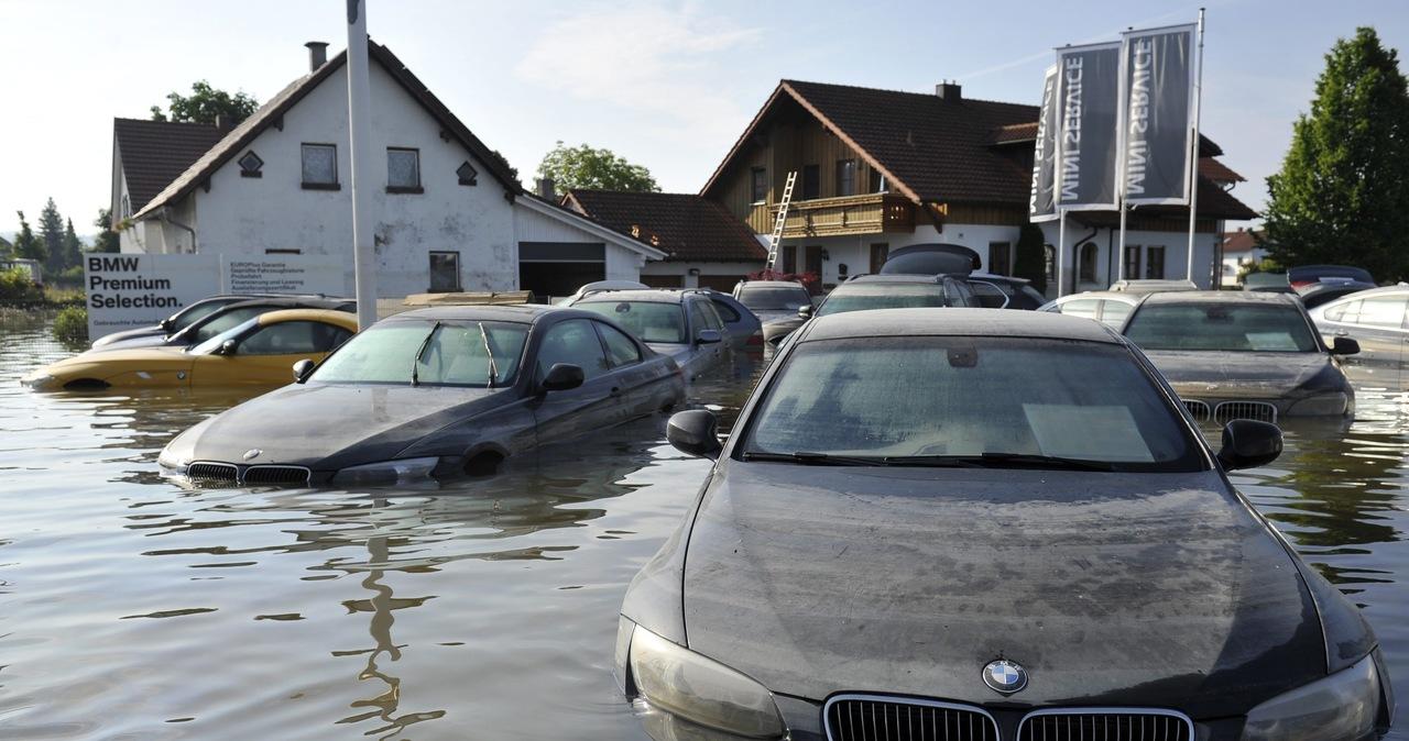 Auto po powodzi? Mechanik radzi, jak poznać i co sprawdzić