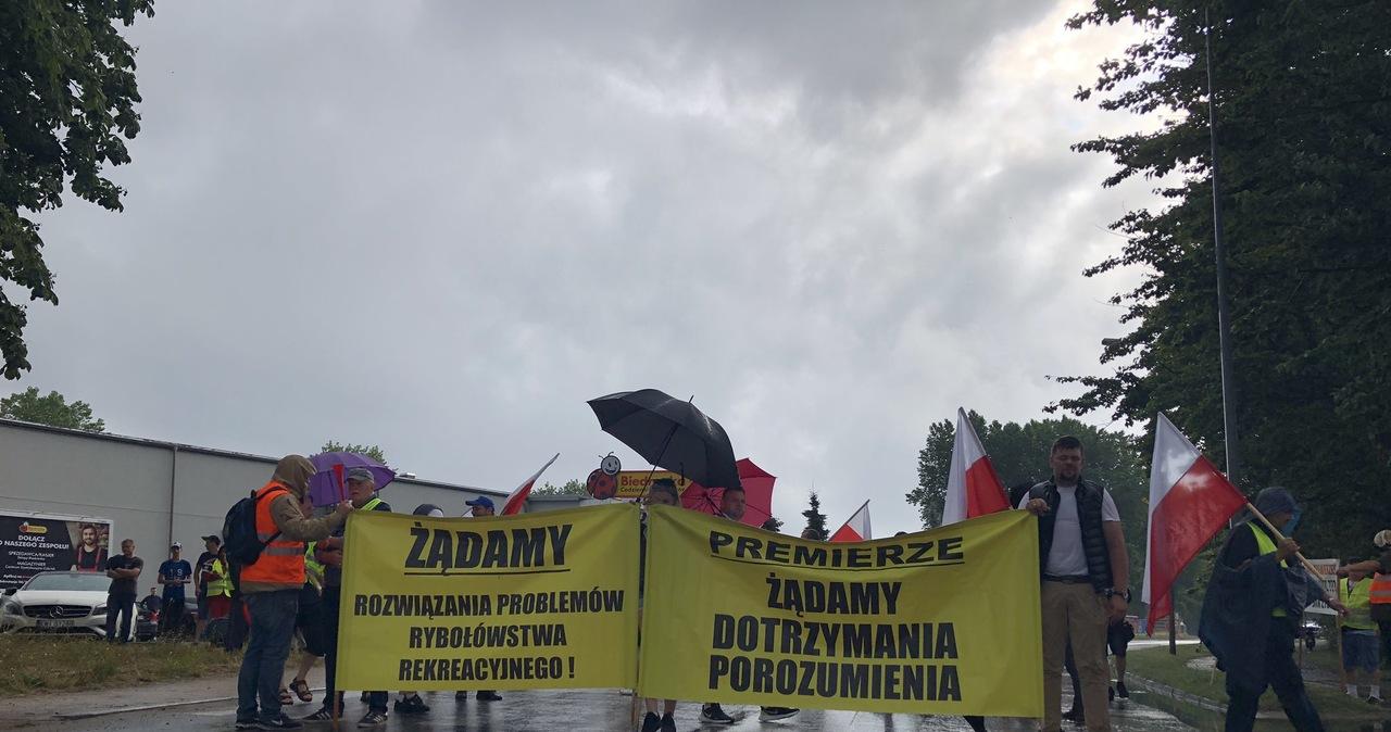 Protest armatorów rybołówstwa rekreacyjnego i rolników. Jedyna droga na Półwysep Helski zablokowana