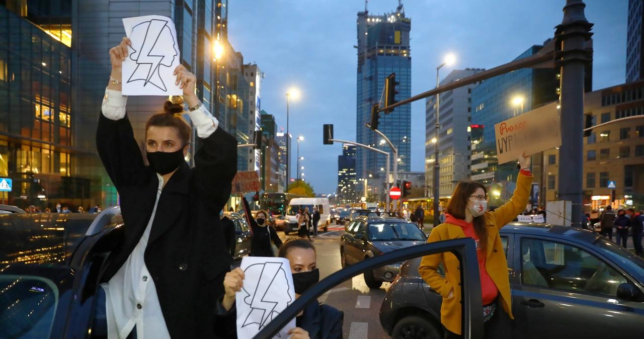 Strajk kobiet: Pracownik ABW potrącił protestujące i zbiegł. Dostanie grzywnę