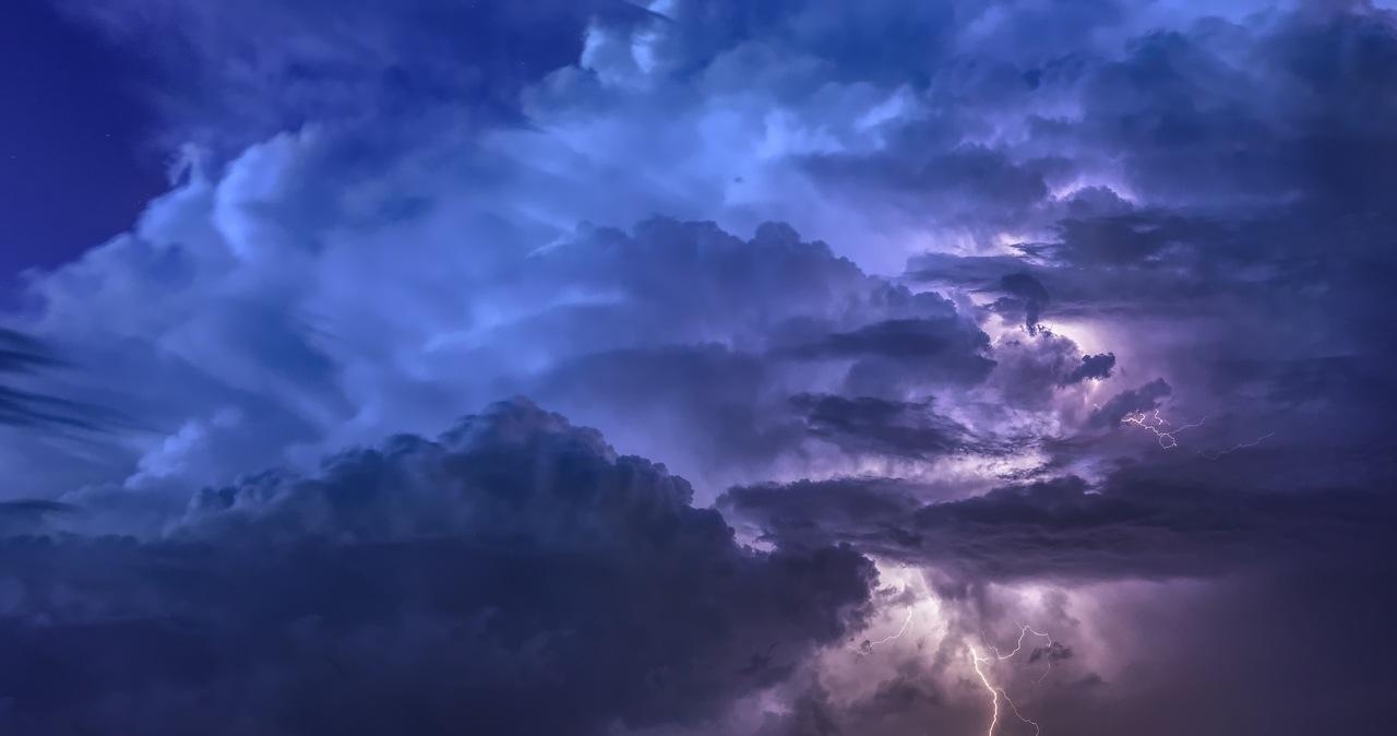 Piątek pogodny i słoneczny, ale możliwy deszcz i burze. Sprawdź gdzie