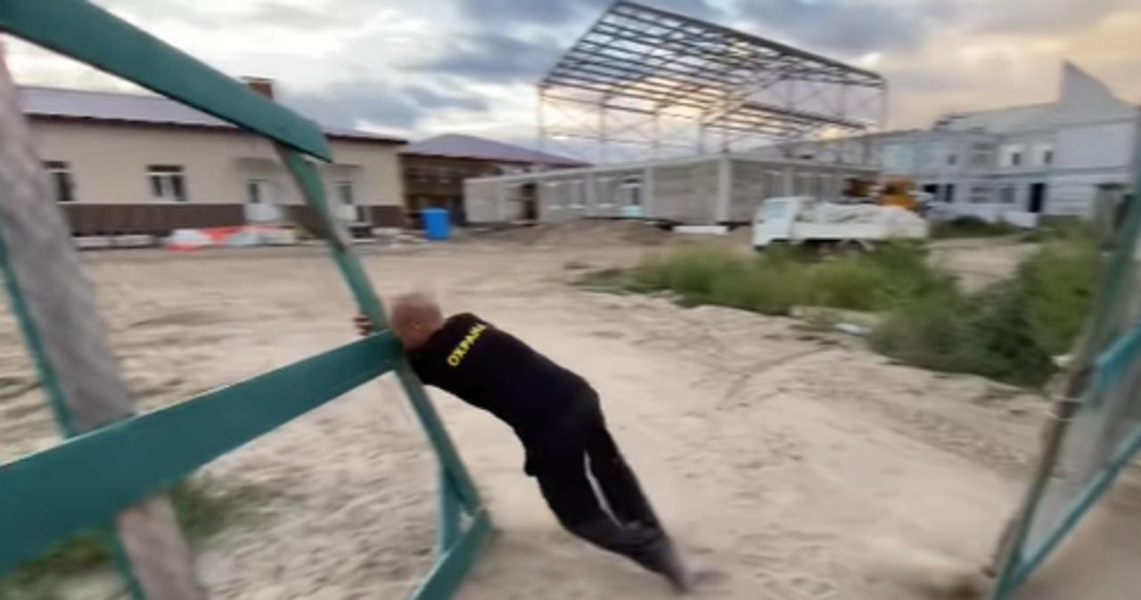 Rosja: Gubernator przyjechał na budowę szkoły. Zastał tylko pijanego dozorcę [FILM]