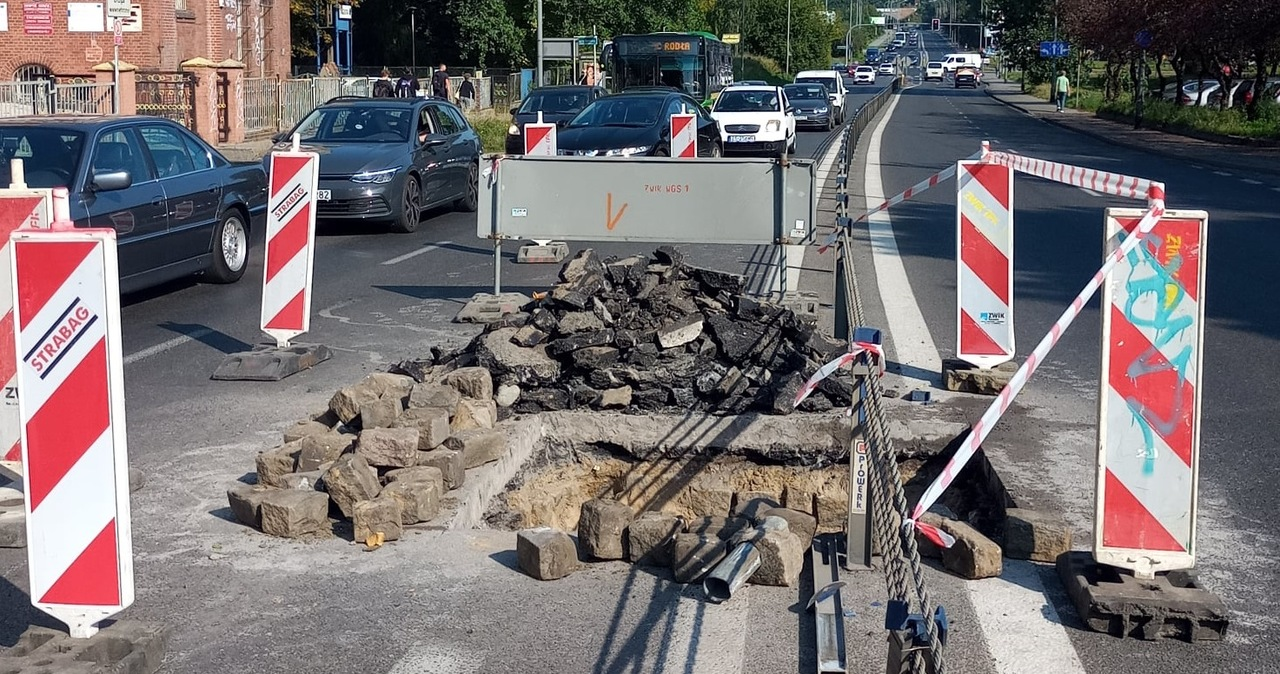 Awaria kanalizacji w Szczecinie. Rozkopano drogę