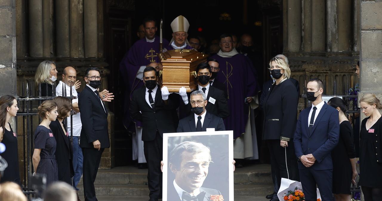Pogrzeb Jeana-Paula Belmondo. Wiwat i owacje na stojąco podczas uroczystości