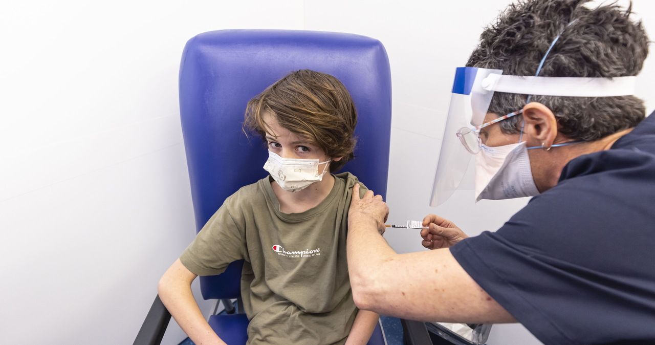 W szkołach ruszyły szczepienia przeciw Covid-19