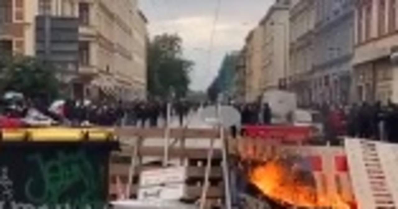 Płonące barykady w Lipsku. Demonstracja w obronie lewicowej ekstremistki
