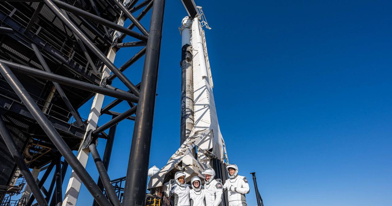 Kapsuła firmy SpaceX z astronautami-amatorami już na Ziemi